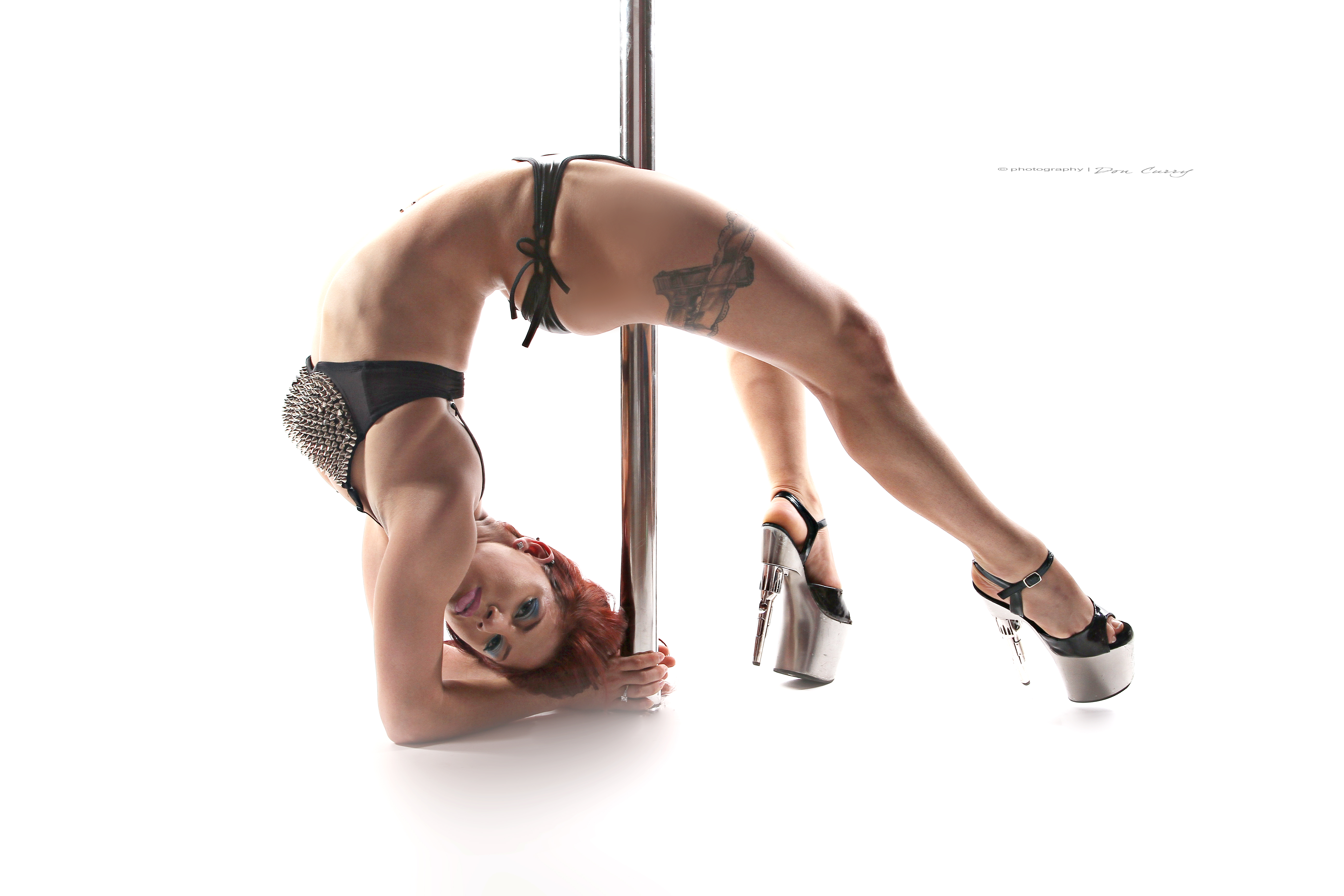 Pole dancing and nude stretching by a sexy flexible babe